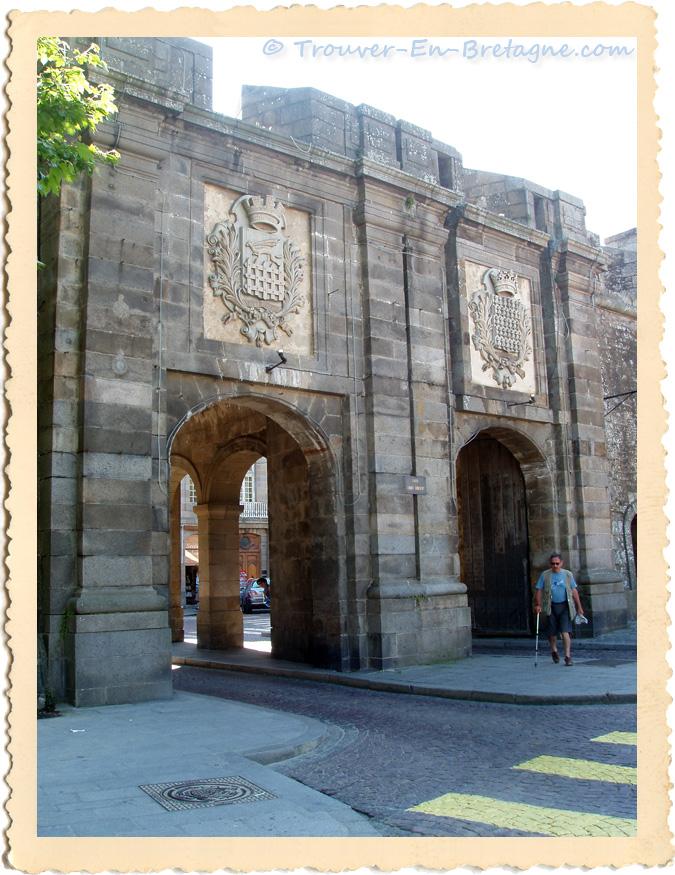 Saint malo porte acc s intra muros photo de bretagne for Porte de garage saint malo